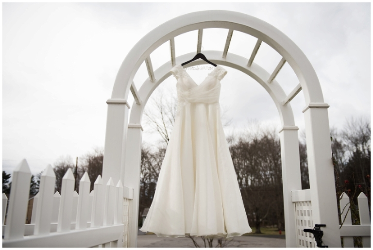 whitby_castle_rye_westchester_romantic_soft_winter_wedding_photography_01
